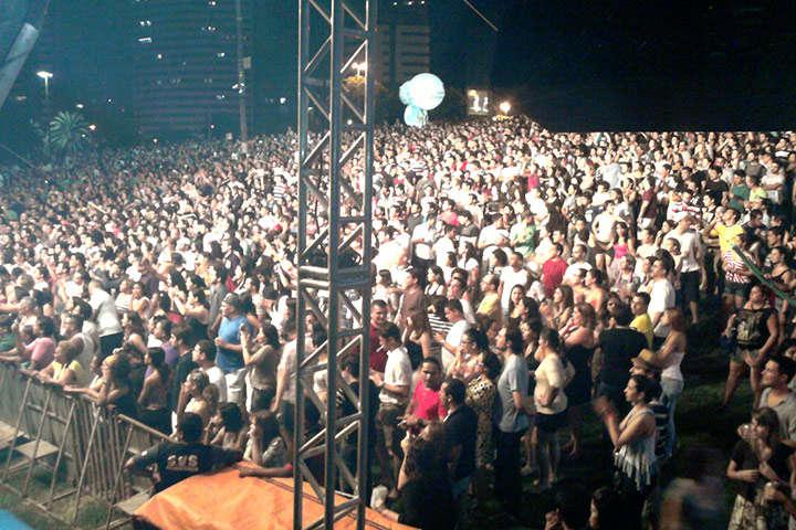 multidão no gramado do Parque do Cocó em Fortaleza