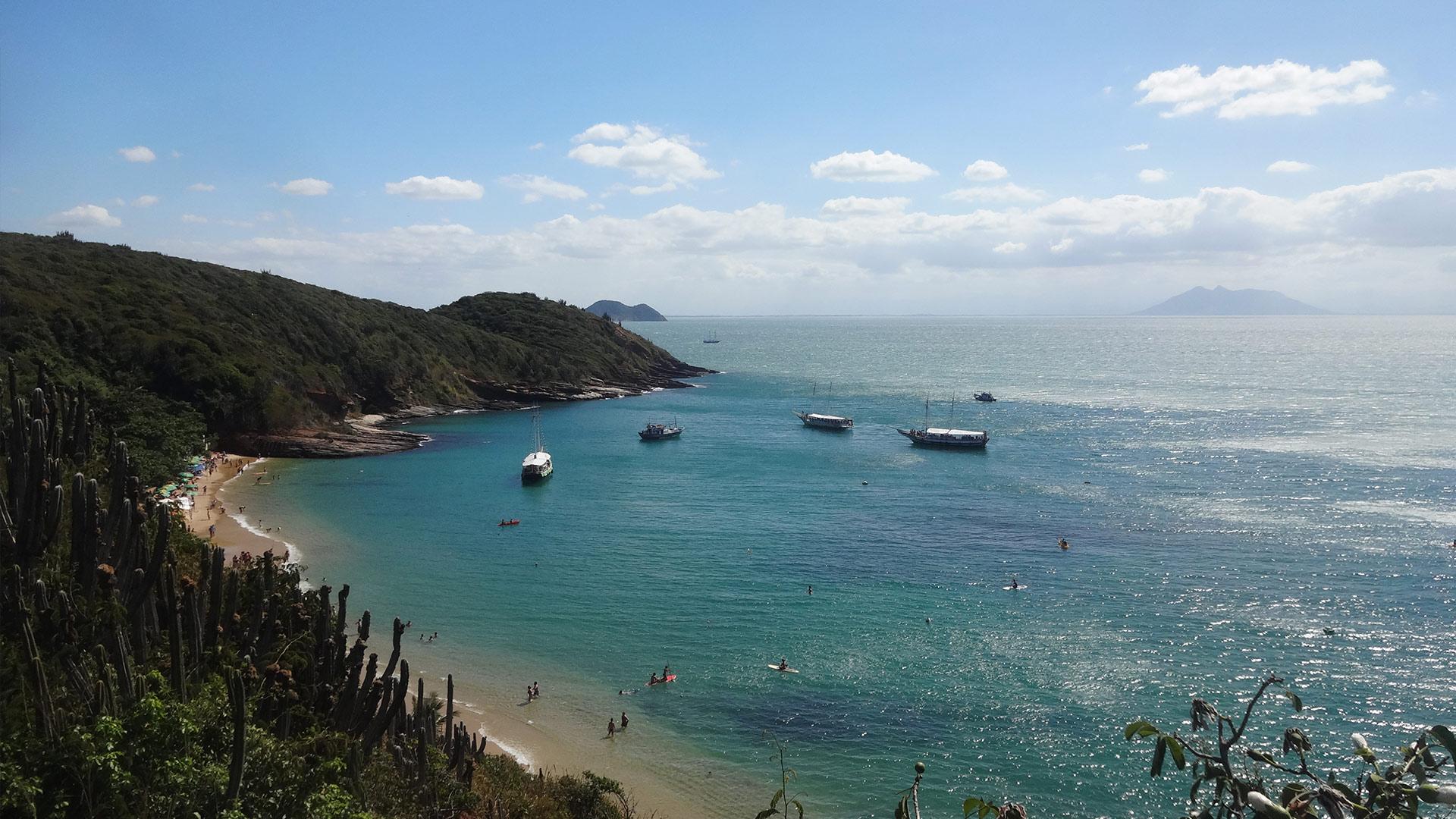 Vista panorâmica da praia de João Fernandes em Búzios