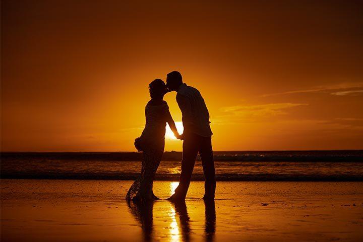 Noivos se beijando na praia de Jericoacoara