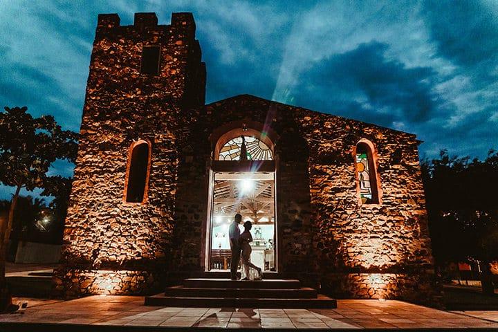 Visão frontal da igreja de pedra de jericoacoara