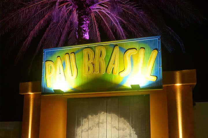 Fachada frontal do Restaurante Pau Brasil Ibiza