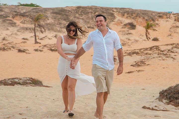 Pedido de Casamento em Jericoacoara com casal de namorados na praia
