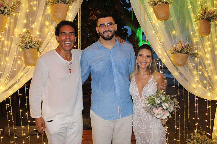 Celebrante de Casamentos Ed Rodrigues e casal de noivos, em Jericoacoara
