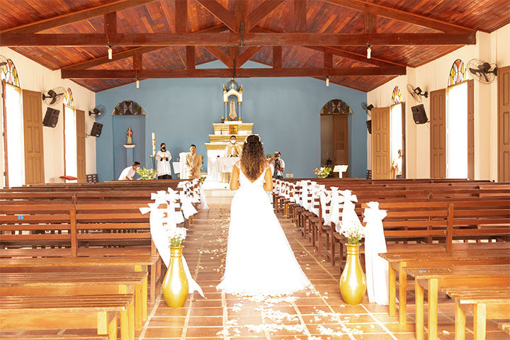 Noiva entrando na igreja de Jericoacoara