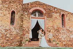 Casal de noivos na igreja católica de Jeri