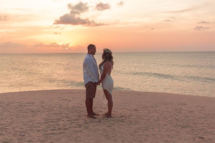 Casamento a dois em Jericoacoara com noivos na duna do Pôr do Sol