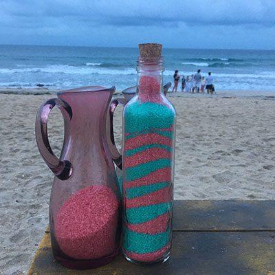 Garradas de vidro com areia colorida