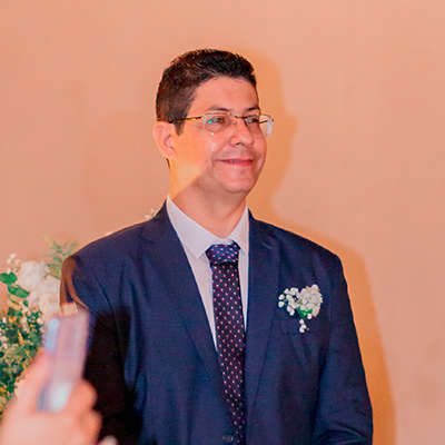 Close de rosto de noivo Adriano